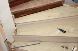 Obnovljeno staro leseno stopnišče