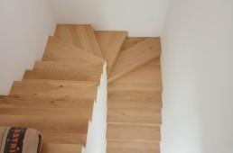 Stopnišče iz parketa na beton _