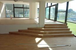 Talna obloga in stopnišče iz vinila - poslovna zgradba Skalna klet CE