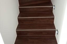 Vinilno stopnišče - oreh